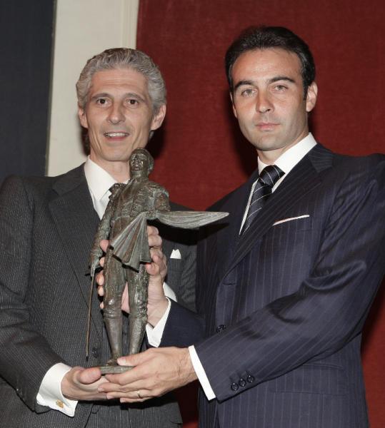 Enrique Ponce recibe el Premio 'Antonio Bienvenida a los Valores Humanos'