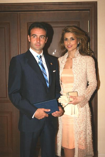 Enrique Ponce y Paloma Cuevas esperan una niña