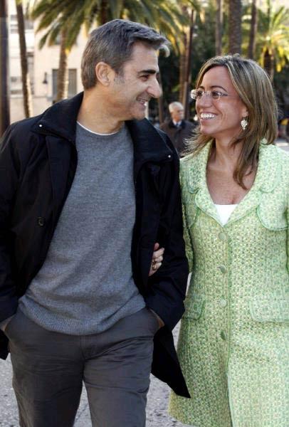 La ministra Carme Chacón, que espera su primer hijo, se casa con Miguel Barroso