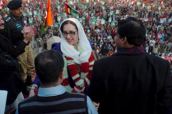 Benazir Bhutto, asesinada en un atentado suicida en Pakistán
