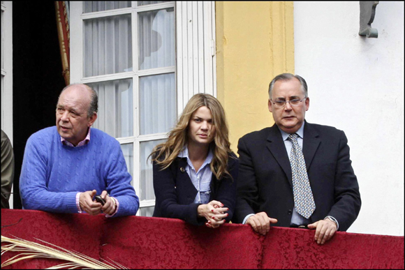 Luis Medina y su novia, Alejandra Rojas, viven la Semana Santa en Sevilla