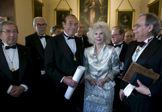 Curro Romero, nombrado académico de Bellas Artes en Sevilla rodeado del cariño de los suyos