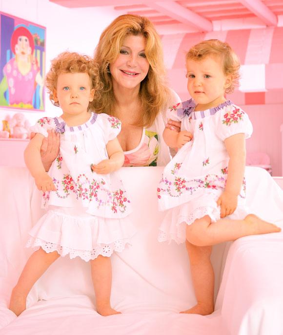 Exclusiva en ¡HOLA!: La Baronesa Thyssen presenta a sus hijas Carmen y Sabina