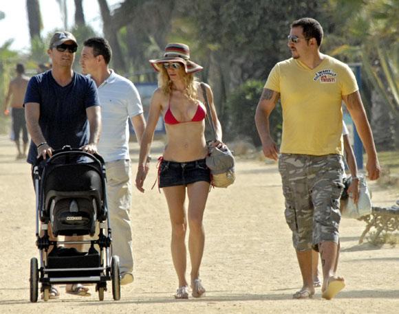 Días de sol y playa en Marbella para los Thyssen