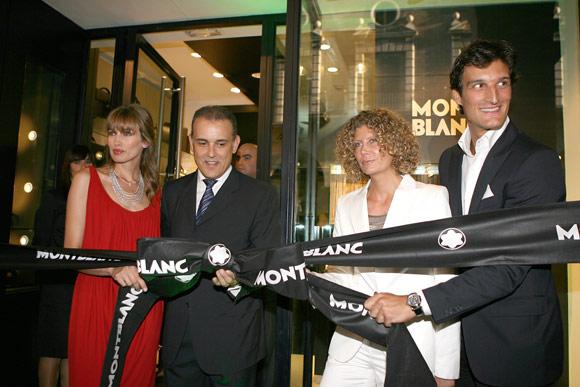 Rafael Medina y Nieves Álvarez, 'glamour' y elegancia en la apertura de una nueva boutique de artículos de lujo