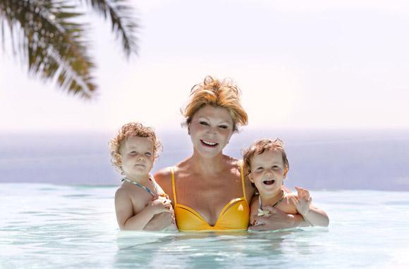 Exclusiva en ¡Hola!: Las vacaciones de la baronesa Thyssen con sus hijas en su espectacular casa de la Costa Brava