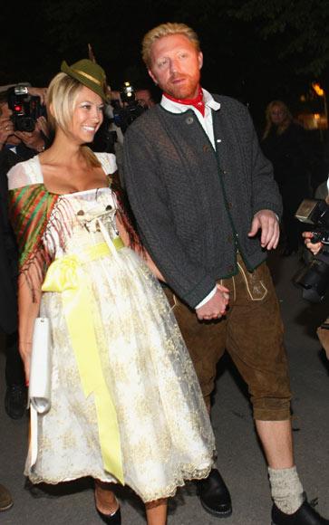 Boris Becker y Sandy Meyer, vestidos de bávaros, disfrutaron de la fiesta de la cerveza