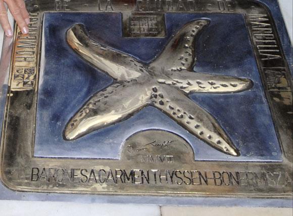 La Baronesa Thyssen descubre su estrella en el Paseo de la Fama de Marbella