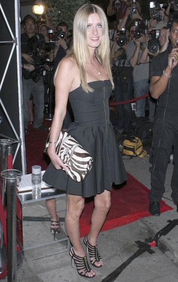 Paris Hilton estrena disco y programa de televisión a la vez
