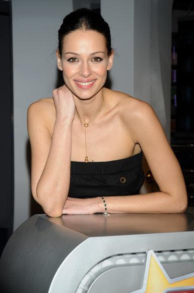 Eva González sonríe cuando le preguntan por Cayetano Rivera