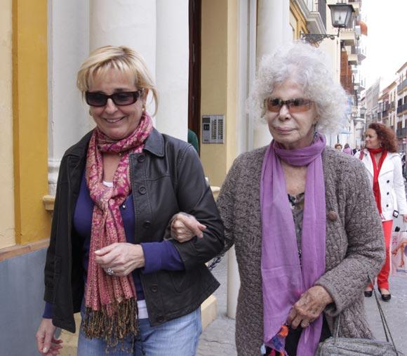 Paseo y compras para la Duquesa de Alba en Sevilla
