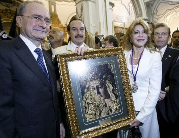 Antonio Banderas y Melanie Griffith muestran la Semana Santa malagueña a la familia Thyssen