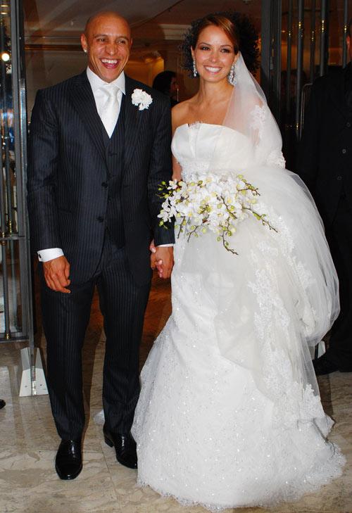 El futbolista Roberto Carlos se casa en Brasil con la fisioterapeuta Mariana Lucon