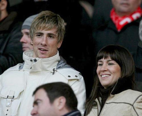 El futbolista Fernando Torres y su esposa, Olalla Domínguez, han sido padres por primera vez