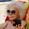 La Duquesa de Alba pasa un relajado día de playa en Ibiza con su hija, Eugenia Martínez de Irujo, y sus tres nietos menores