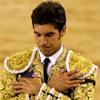 Cayetano Rivera homenajea a su padre, Paquirri, toreando en la Monumental