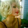 Paris Hilton rinde su particular homenaje a Marilyn Monroe en el anuncio de su nuevo perfume