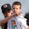 Victoria Beckham disfruta de un divertido día en la playa junto a sus hijos y su madre antes de debutar como presentadora