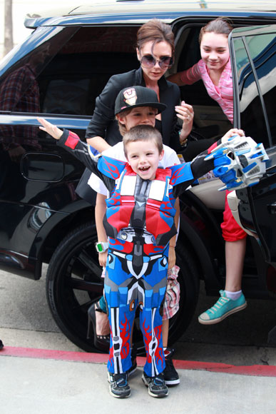 Cruz Beckham celebra su cumpleaños como más le gusta: ¡Disfrazándose!