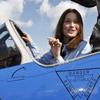 Carla Bruni, fascinada por las acrobacias aéreas