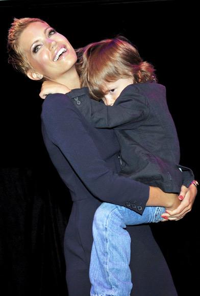 Sylvie Van der Vaart, madre del año