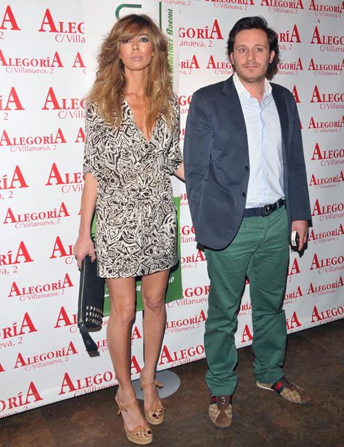 Eva Zaldívar y el cantante Juan Peña oficializan su relación en la fiesta de presentación del orujo de Carmen Martínez Bordiú