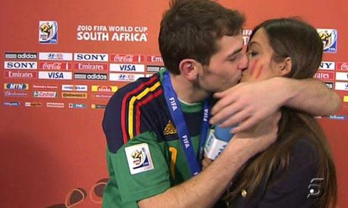 El apasionado y espontáneo beso de Iker Casillas a Sara Carbonero