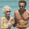 La Duquesa de Alba y Alfonso Díez disfrutan de un refrescante baño en aguas de Formentera