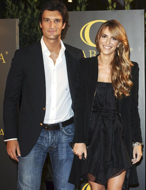 Rafael Medina y Laura Vecino celebran su despedida de solteros entre amigos
