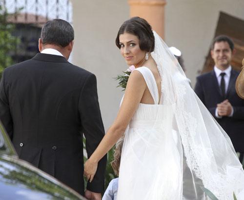 Rom ntica boda de morante de la puebla en sevilla for Cayetano rivera y blanca romero boda