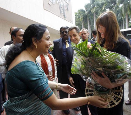 Muchos ciudadanos mostraron su cariño a la Primera Dama regalándole un bonito ramo de flores.