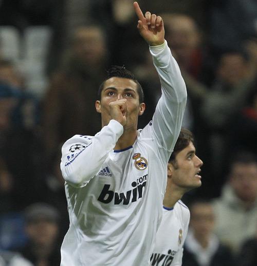 Cristiano Ronaldo dedica un gol a su hijo, que fue por primera vez al Bernabeu