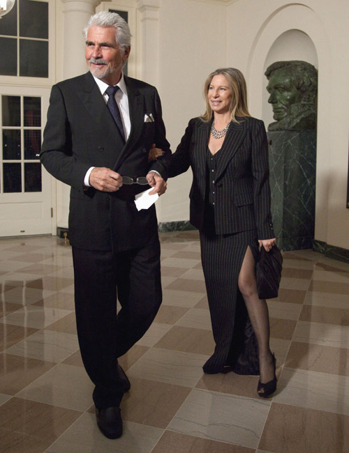 La actriz y cantante Barbra Streisand acudió junto a su marido, el actor James Brolin