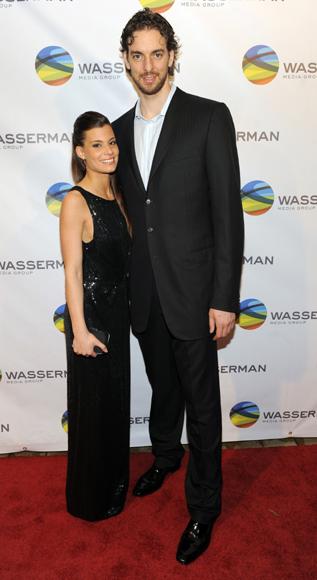 Pau Gasol y su novia, Silvia López, anfitriones de una fiesta con sabor español