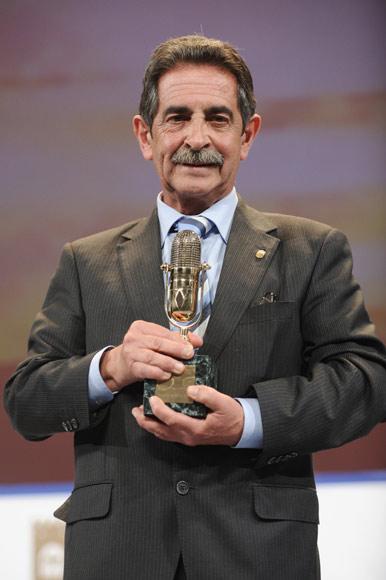 Premios que se extravían, políticos que no saben quién es Mario Casas… Descubrimos gracias a Twitter las anécdotas más divertidas de los Micrófonos de Oro