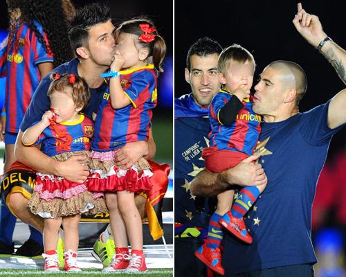 David Villa y Víctor Valdés con sus hijos