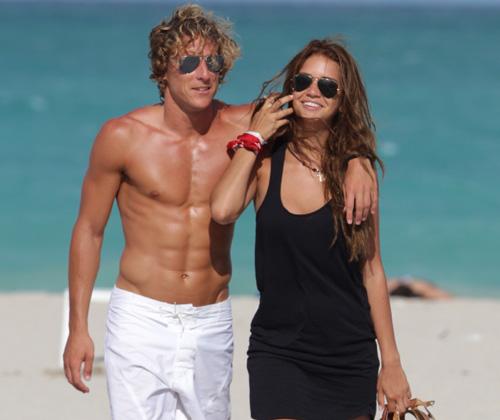 Diego Forlán y Zaira Nara, de pre-luna de miel en Miami Beach