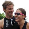 Jenson Button y Jessica Michibata, una atractiva pareja a la carrera