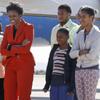 Bailes, safari, partidos de fútbol... La divertida visita a Sudáfrica de Michelle Obama y sus hijas, Malia y Sasha