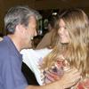 El feliz reencuentro de Juan Antonio Ruiz 'Espartaco' y su hija Alejandra en Sevilla