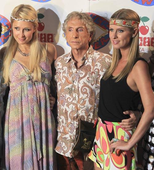 Las hermanas Hilton descubren la magia de la tradicional fiesta ibicenca Flower Power