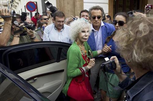 Francisco Rivera y su novia, Lourdes, Eva González, la duquesa de Alba.... arropan a Cayetano Rivera en su reaparición en Ronda