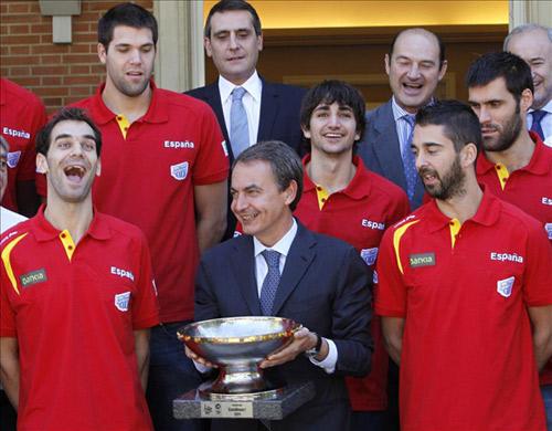 Silvia López y Helen Lindes se unen a la celebración de la Selección española de baloncesto