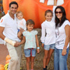 Raquel Revuelta y Óscar Higares se adelantan a Halloween viviendo una 'terrorífica' jornada, con sus respectivas familias en PortAventura