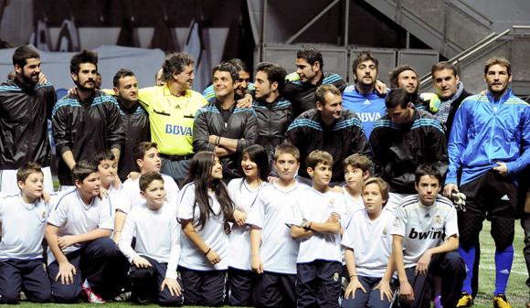 Inocentada, reacción alérgica y un partido solidario entre amigos, un día 'completo' para Iker Casillas y su mayor fan, Sara Carbonero