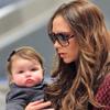 Victoria Beckham y su hija Harper reaparecen marcando estilo en el aeropuerto