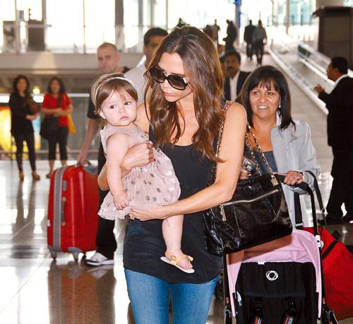 Harper Seven Beckham, una bailarina en el aeropuerto de Hong Kong
