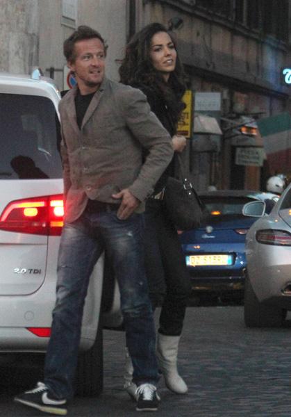 Sete Gibernau y Laura Barriales pasean su amor por las calles de Roma