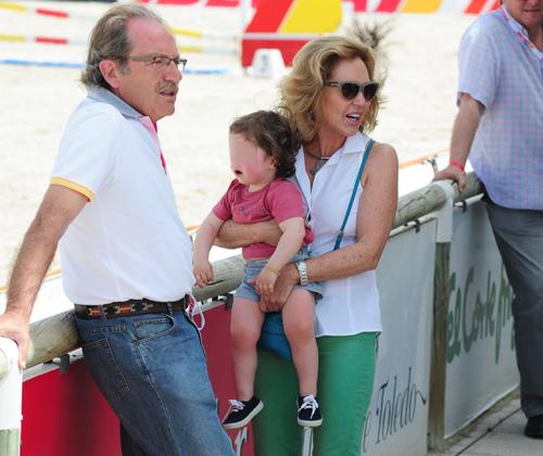 Ana Rodríguez y José Bono ejercen su papel de abuelos durante un fin de semana en familia