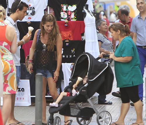 primeros días de sol en Ibiza junto su novio, Daniel, y su hija, Ella